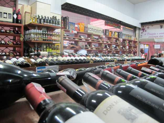 O custo benefício dos vinhos no (a) Cadeg é absurda.... E na Griffe as opções são muitas...