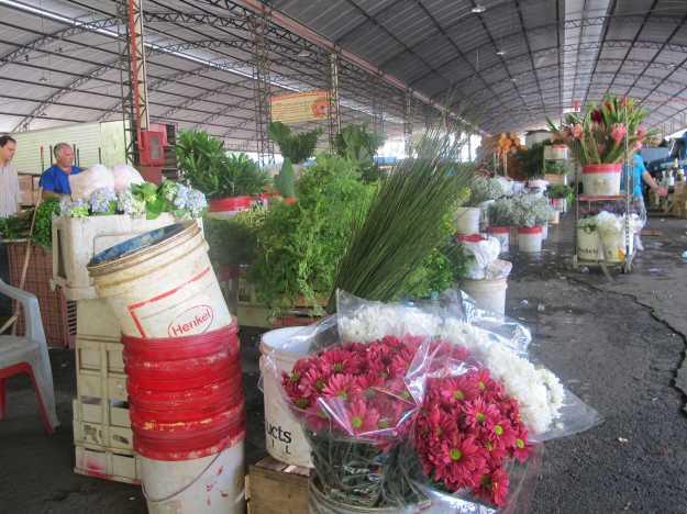 O Mercado de Flores é outra atração... Mas atenção, ao meio dia, como visto na foto, eles fecham..