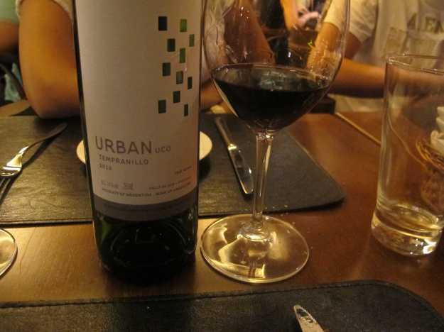 Urban Uco Tempranillo... O primeiro vinho da noite foi bem frutado e caiu bem com a entrada..