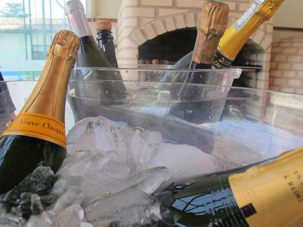 A primeira visão da festa era essa: viúvas descansando em banho de gelo... Prenúncio de uma grande tarde!