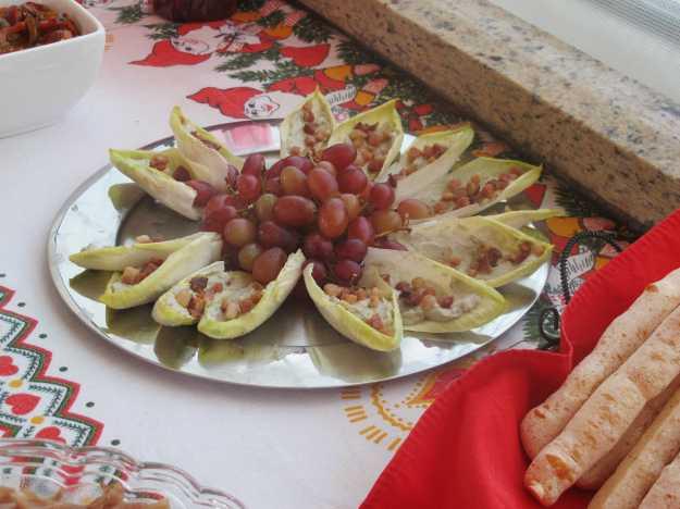 Um close nas endívias com gorgonzola e bacon... Texturas e sabores fantásticos..