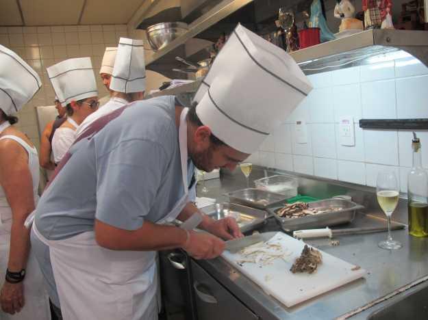 Íntimo dos cogumelos, mas não de cortá-los tão finos como pede o figurino do prato..