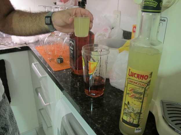 O destilado italiano de limão estava bem gelado e traz dose de acidez.. Puro já é uma beleza!