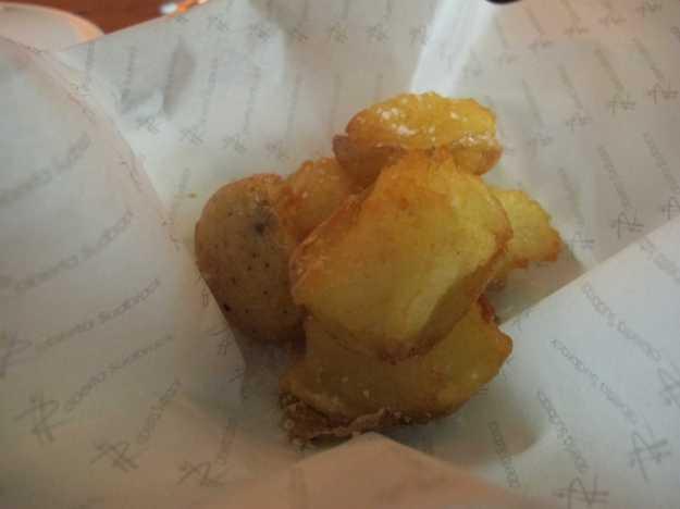 As batatas com flor de sal.. Crocante por fora, macia por dentro.. O acompanhamento perfeito..