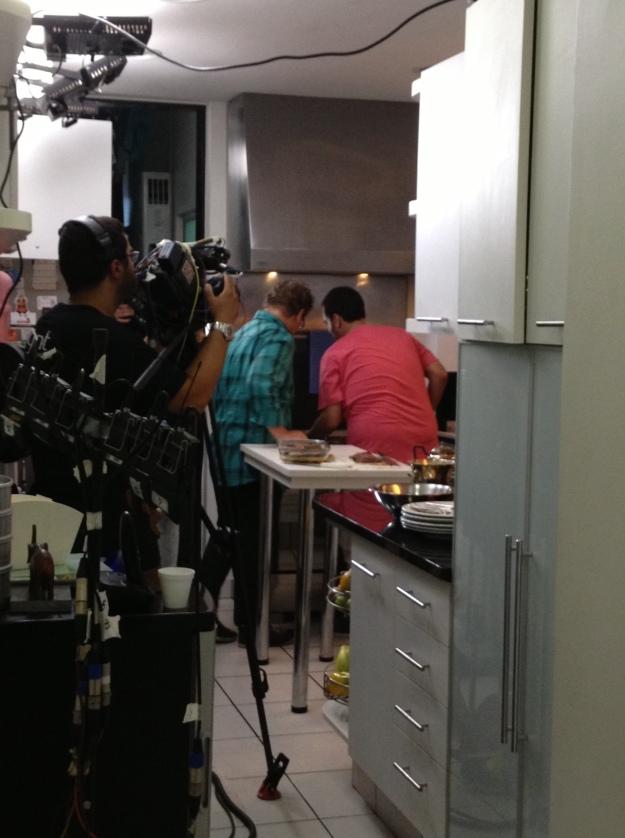 Um flagra da Luninha no meio da gravação.. Inacreditável dividir a cozinha com Claude Troisgros!