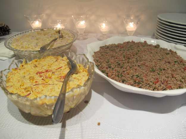 Peru, milho e abacaxi, salpicão de frango e tabule.. Para quem curte algo fresco e leve..