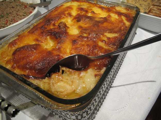 Bacalhau em postas, brócolis, cebola e purê de batata gratinado... Receita da vó da Luninha!