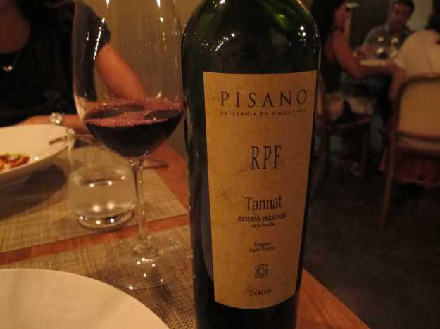 O vinho da noite foi o Tannat uruguaio RPF, da Pisano... Encorpado e em um bom preço.. Saiu por R$100..