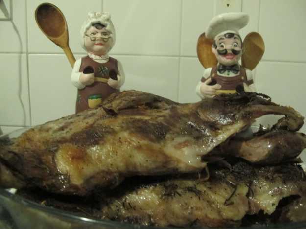 Foram duas paletas que ficaram mais de três horas no forno baixo com os temperos e os legumes..