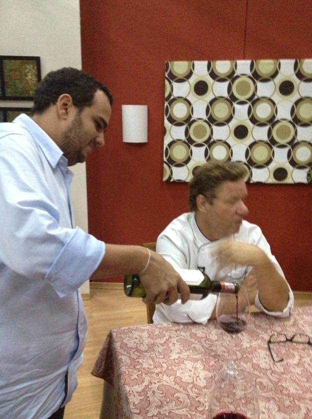 Após a gravação, tive a honra de encher a taça do Chef.. Merecido..