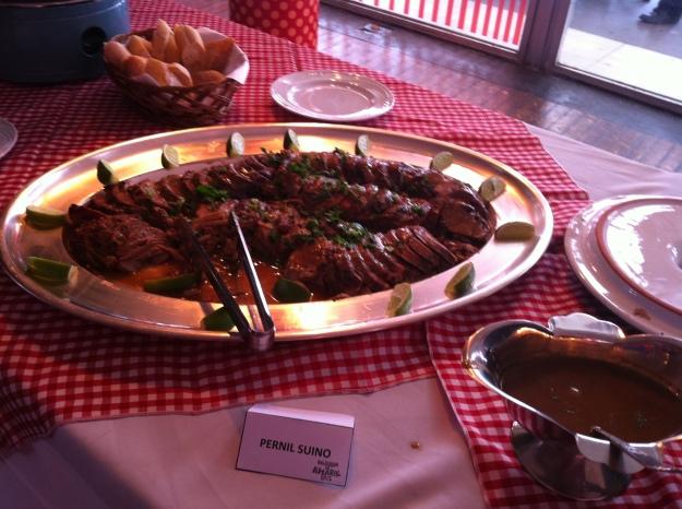 Pernil assado estava bem saboroso e com molho equilibrado.. O melhor da feijoada não estava no feijão!