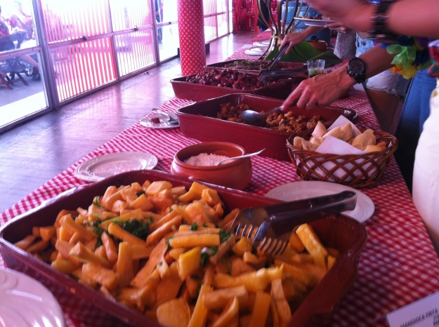 Fizeram sucesso aperitivos como aipim frito, carne seca acebolada, linguicinha e torresmo..