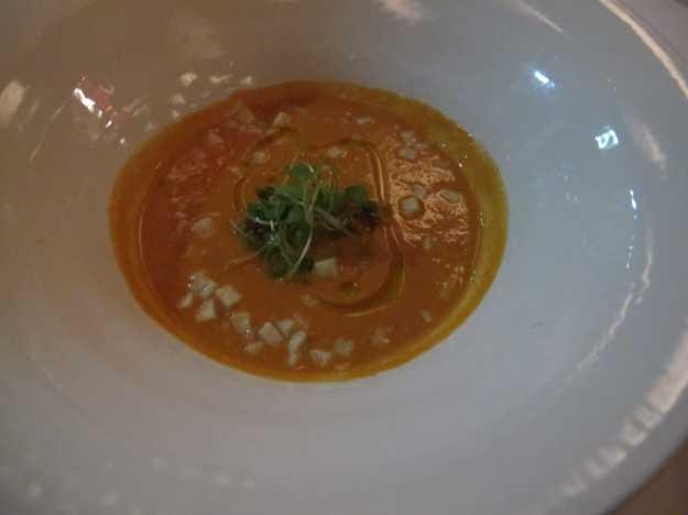 O Gazpacho estava bem fresco e saboroso... Abriu bem o jantar..