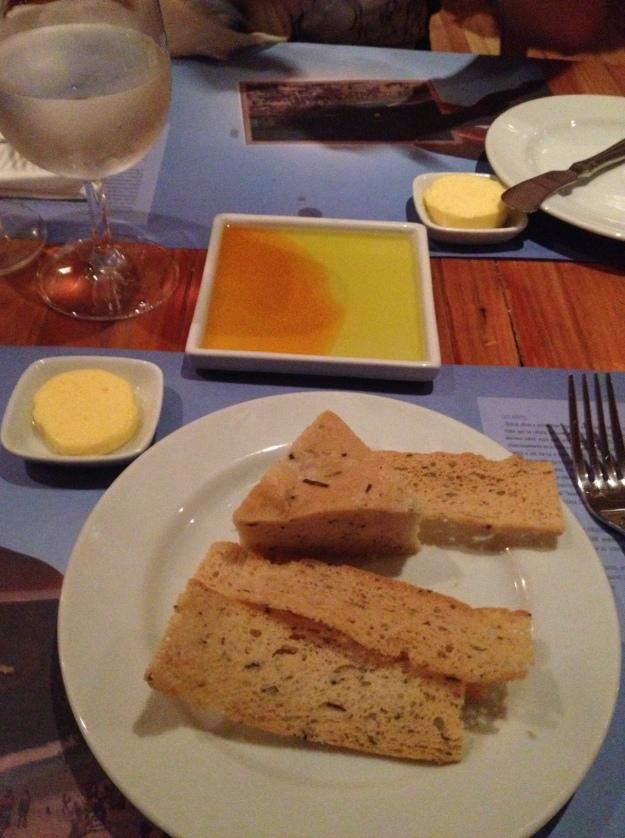Manteiga deliciosa assim como a torradinha... O resto decepcionou no simples couvert da casa..