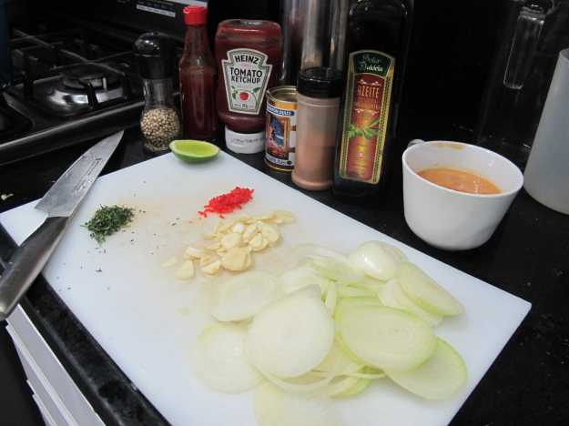 Bancada organizada, ingredientes separados.. Tudo pronto para começar a sua receita...
