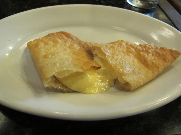 Pastel de queijo.. Este não consta no cardápio, mas é só pedir.. Veio perfeito...
