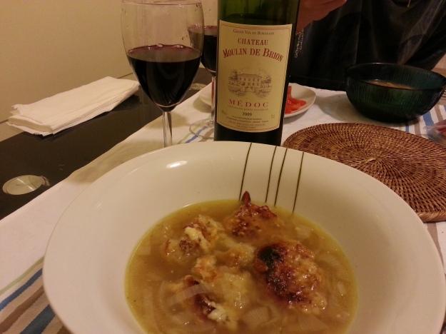 Um bom tinto acompanhou a sopa perfeitamente no frio de Paris.. Aproveitem!